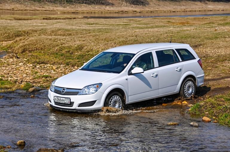 Как легковому автомобилю справиться с бездорожьем