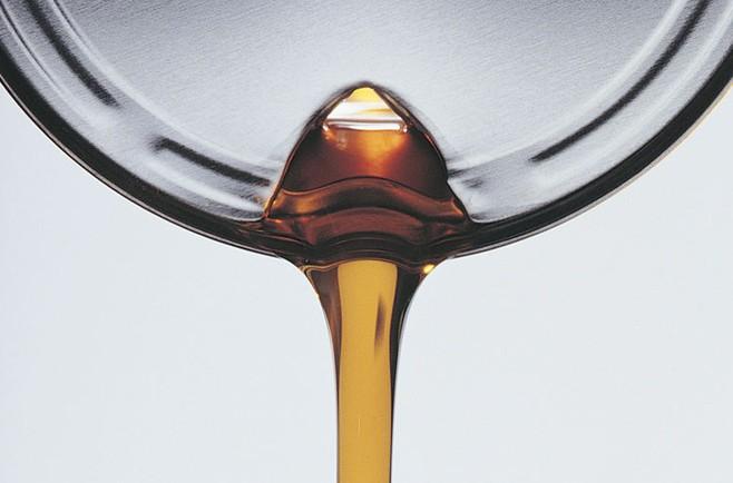 Какое масло заливать в двигатель? Подбор моторного масла.