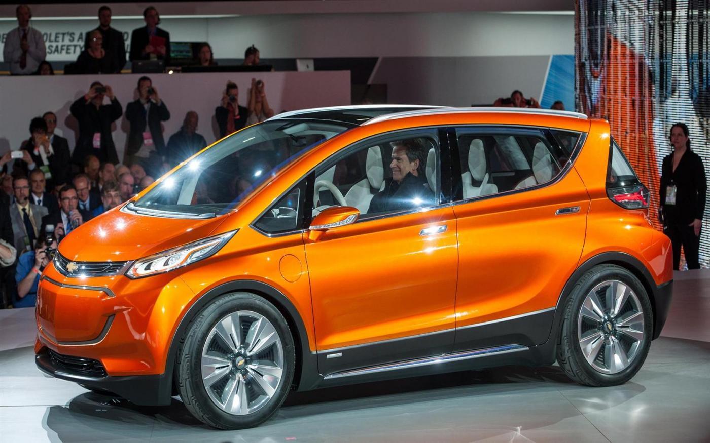 Электрокар впервые назвали лучшим автомобилем года