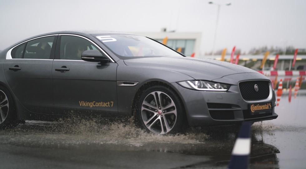 Шипы против липучки: сравнительный тест на полигоне Jaguar Land Rover