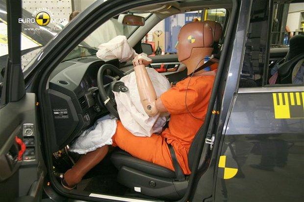 Занимательная физика. Что происходит с машинами и водителями при столкновении, и правда ли, что внедорожник