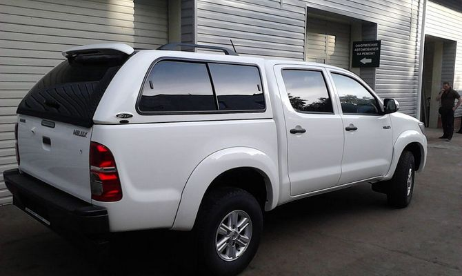 Toyota Hilux Pickup обзавелся бензиновым двигателем и стал аскетом